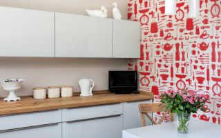 Нужно ли клеить обои за кухонным гарнитуром и можно ли на этом экономить