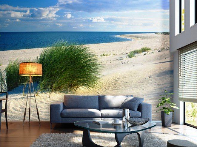 Пустынный пляж с перспективой