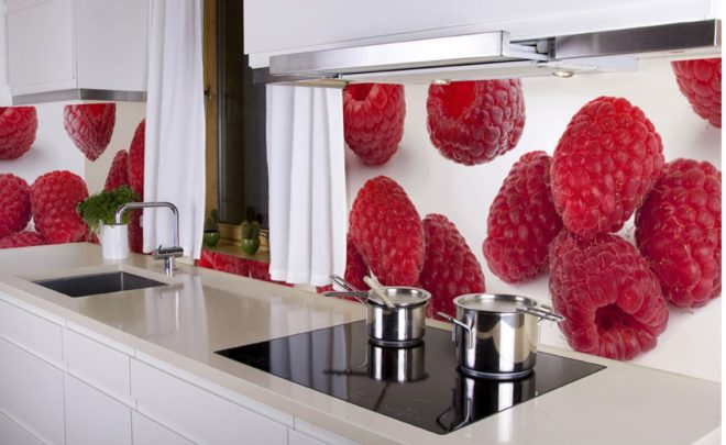 Пример отделки стены с примыкающей рабочей зоной на кухне фотообоями с 3Д эффектом